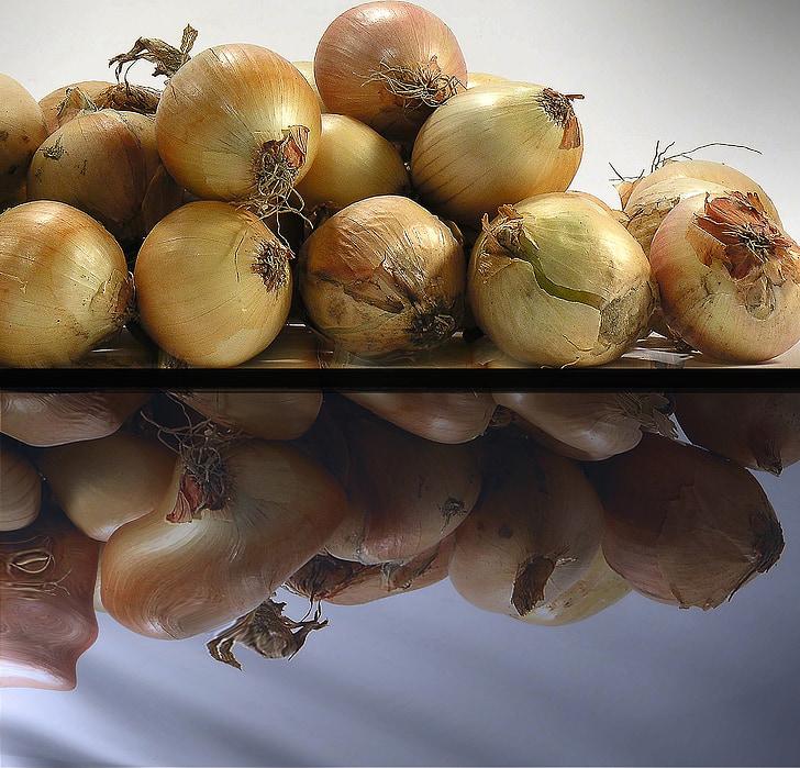 Zwiebel, ein Gemüse, Gewürz, die Fälligkeit der, Vielfalt, stechenden Geruch, Kneifen