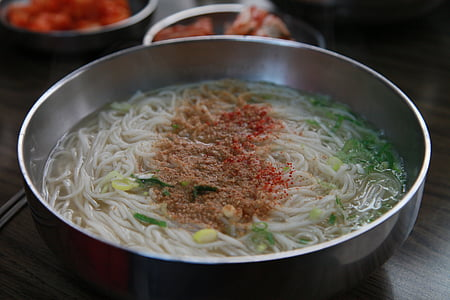 fideus de festa, fideus de l'aigua, el brou d'anxova, fideus, Si, cuina coreana, una festa d'aliments