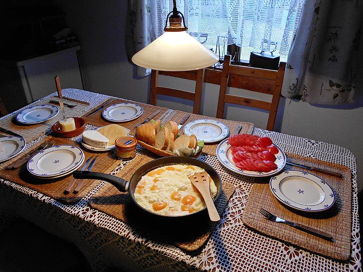 jajecznica, śniadanie, rano, posiłek, stół do jadalni, jedzenie, jajko