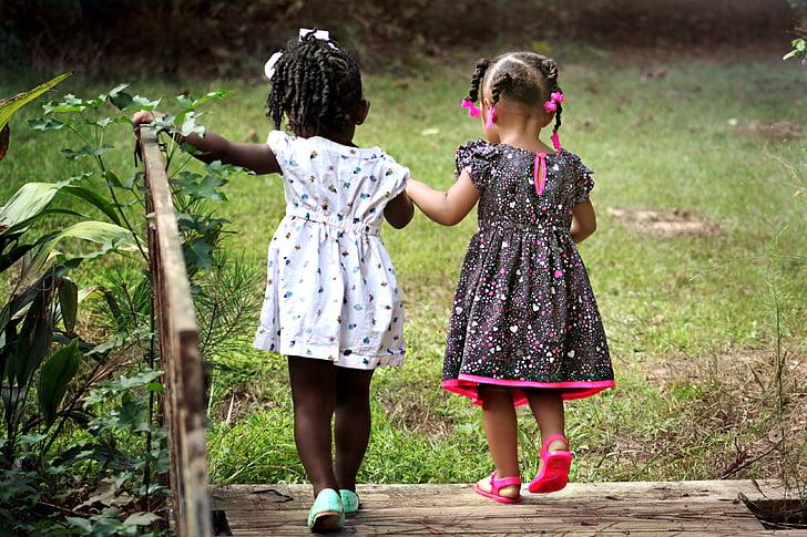lányok, gyermekek, gyerekek, meg, fiatal, boldog, gyermekkori