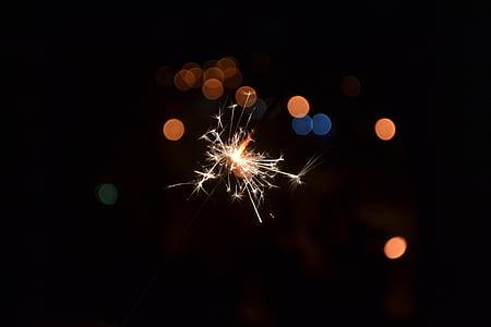 Chispitas, espurna, vacances, focs artificials - home objecte, exhibició de focs artificials, celebració, nit