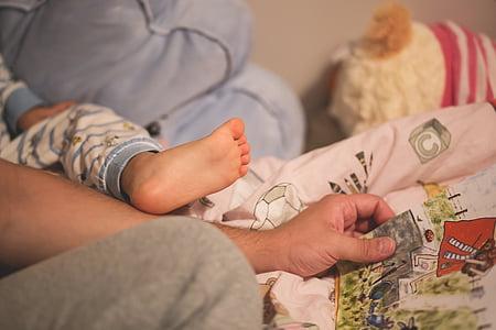 bebé, pie de bebé, cama, niño, pie, mano, sala de