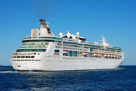 kruīza, kuģis, brīvdienu kruīza, brīvdienas, kruīzi, okeāns, zilas debesis pie jūras
