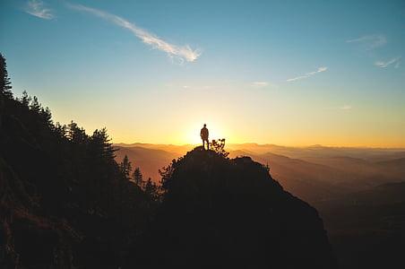silueta, home, part superior, turó, posta de sol, muntanya, aventura