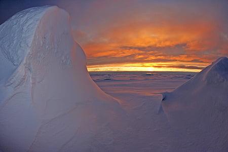 Arktični ocean, morje, vode, sončni zahod, nebo, oblaki, pisane