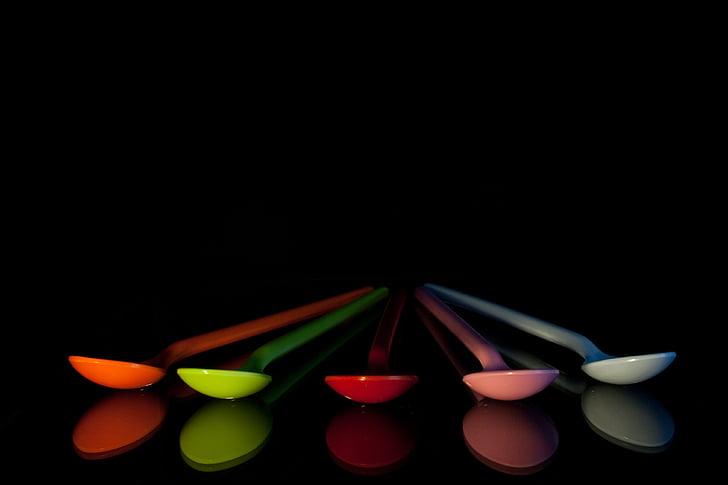κουτάλια, πολύχρωμο, πλαστικό, χρώμα, μπλε, τέχνη, μαύρο φόντο