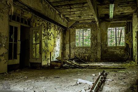 omladozó, ROM, laktanya, épület, elhagyott, piszkos, tönkrement