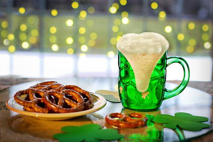 St. Paddys day, St. Patricks day, Jungbier, Bier, Brezeln, Grün, Irisch