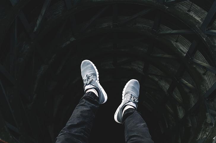 peus, cames, Nike, sabates, sabatilles d'esport, sabata, caminant