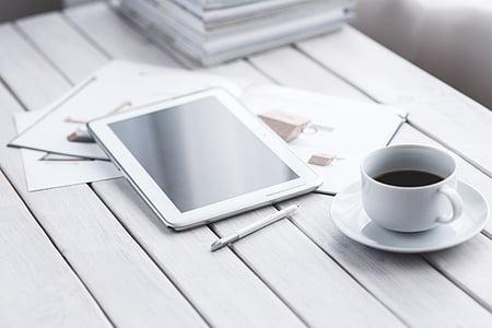 comprimit, digital, tecnologia, treballant, cafè, blanc, minimalista