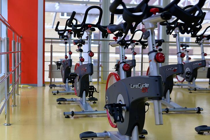 sporta, iekštelpu riteņbraukšana, fitnesa, trenažieru zāle, trenazhor, velosipēds, Sports