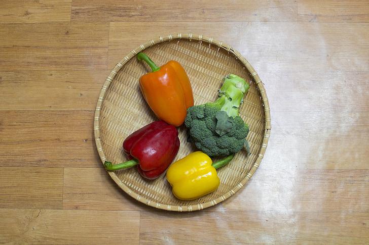 paprika, v kohaliku li, Brokkoli, kollane paprika, punane paprika, oranž paprika, roheline paprika