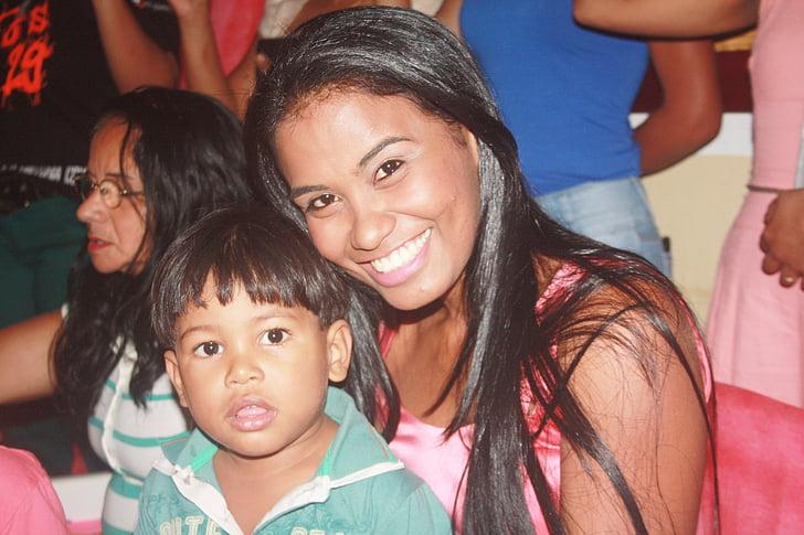 mare, fill amb la mare, somriures