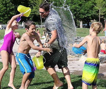 lluita de l'aigua, nens, l'aigua, jugar, nen, l'estiu, diversió