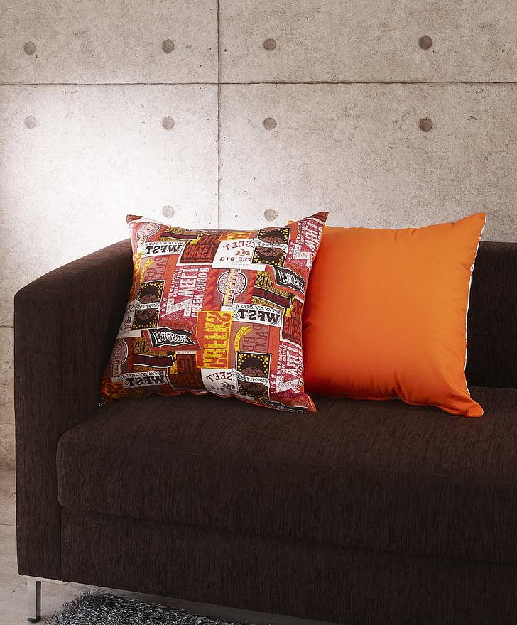 coixí, coixins, sofà de teixit, color taronja, interior