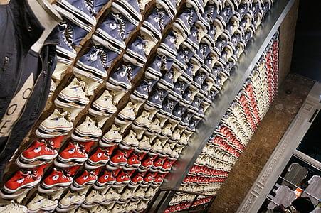 Converse, Chuck je, Prodaja polica, cipele, tenisice, tkanina, modni