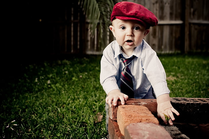 child, beret, bebe, necktie, baby, one person, outdoors