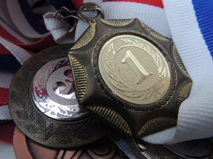 Medalla, victòria, homenatge, èxit, plaer, somriure, infantesa