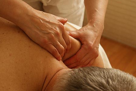 masáž, rameno, relaxační masáž, relaxace, bolest, terapie, hnětení