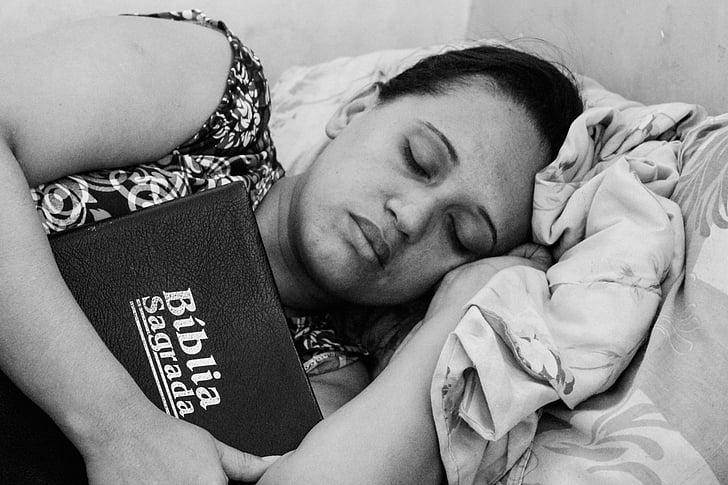magades, Piibel, Armastus, voodi, must ja valge, pikali, inimesed