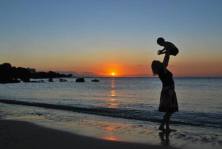 mare, fill, nadó, platja, posta de sol, jugant, feliç