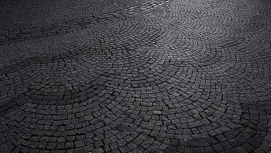 camí de còdols, carretera empedrats, llambordes, passadís de pedra, camí empedrat, carrer medieval, blanc i negre