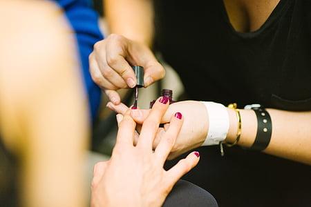 fingre, hænder, manicurist, menneskelige hånd, menneskelige kropsdel, to personer, close-up