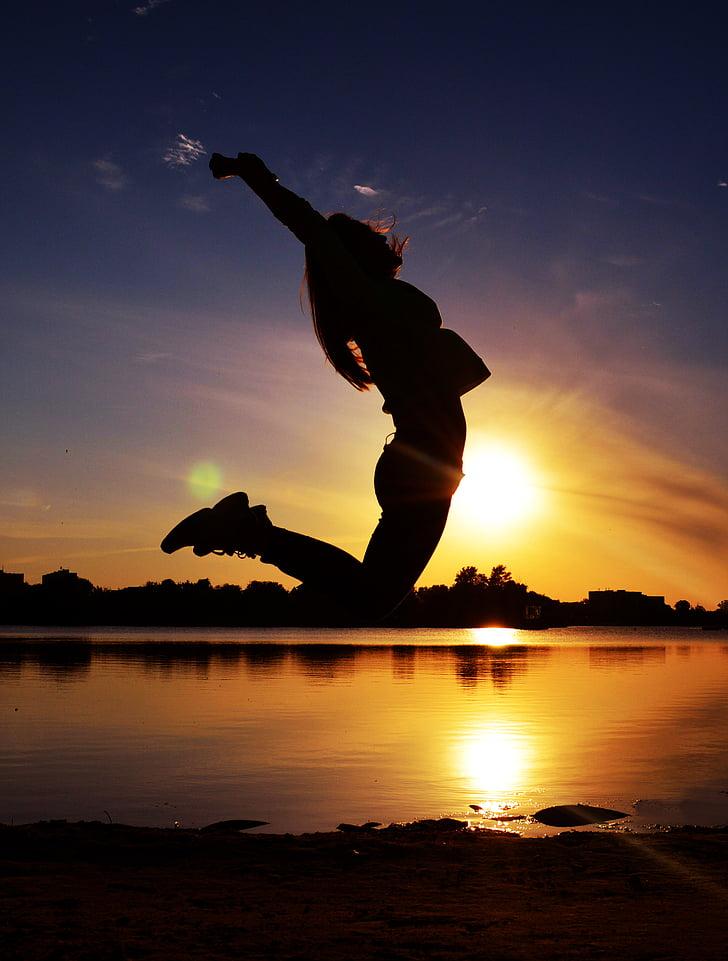 Tüdruk, hüpata, hüpped, isiku, jõgi, jõeäär, siluett