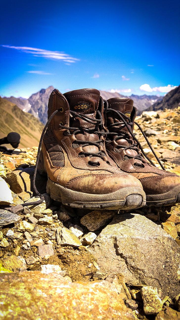 Senderisme, botes de senderisme, sabates, caminada, sabates de muntanya, muntanyisme, excursions per la muntanya