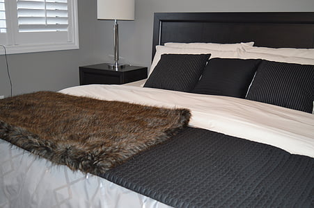 bed, bedroom, furniture, decor, lamp, home, house