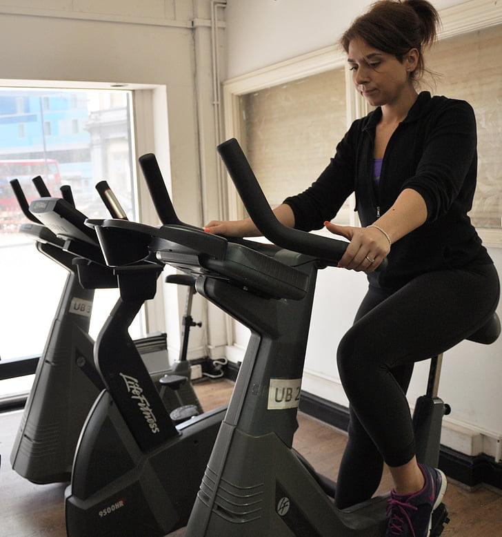 fitnesa, apmācības, Cardio, trenažieru zāle, treniņa, velosipēdu, sievietes
