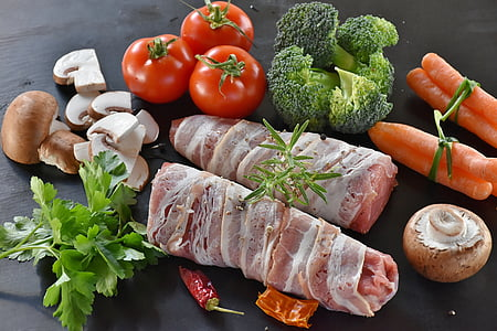 豚, 豚肉, 豚ヒレ肉, 米, キノコ, 茶色のきのこ, トマト