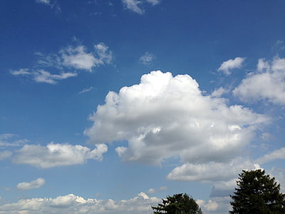 zachmurzone niebo, chmury Cumulus, błękitne niebo