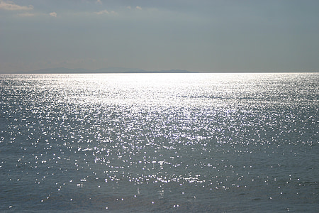 Mar, sol, l'aigua, reflectint, torna la llum
