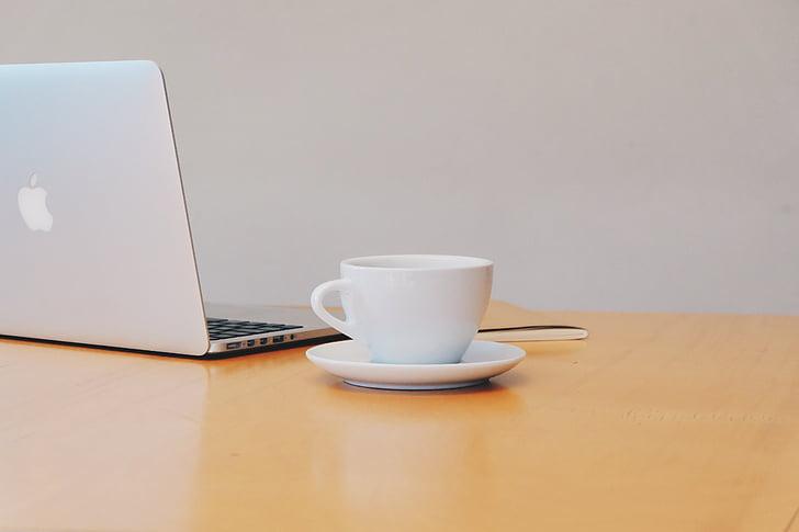 MacBook, přenosný počítač, počítač, technologie, psací stůl, kancelář, obchodní