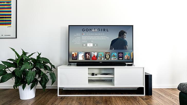 pagriezās, dzīvoklis, ekrāns, televīzija, displeja, aizgājuši, meitene
