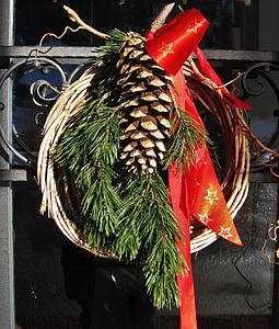 tulekuga türkranz, Advent, kierferzweige, pärg, punane vööri, türdekoration, ukse viimistlus tulekuga