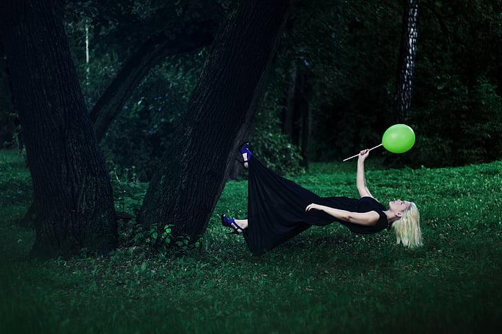 bay lên, weightlessness, Cô bé, trong rừng, rừng, cây, Thiên nhiên