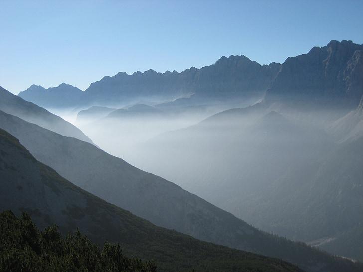 muntanyes, boira, torna la llum