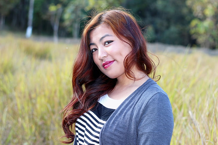 noia xinès, grassoneta, noia tailandesa, noia birmà, noia asiàtica, model de local