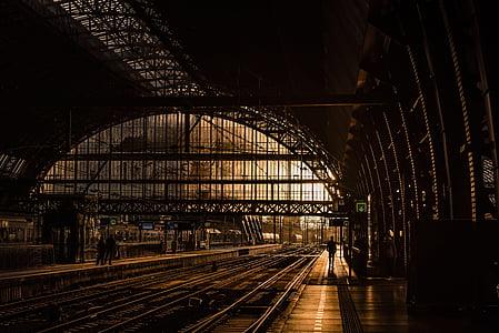 stasjon, spor, jernbane, jernbanen, tog, rask hastighet toget, solnedgang