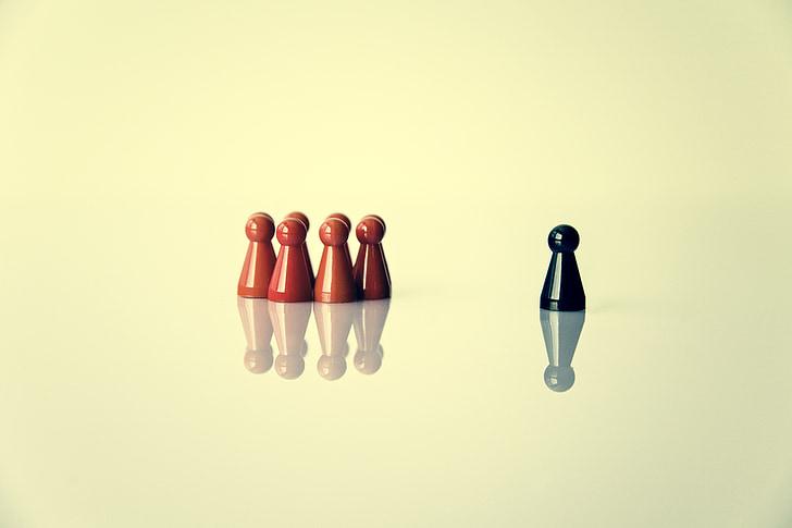 game figure, symbolism, leader, group, exclusion, group dynamics, together